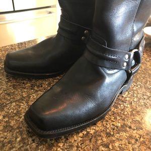 "Size 5 black "" like"" Frye boots !"